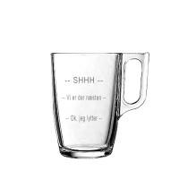 """1 stk. glaskrus til varme drikke med """"SHH"""" tekst"""